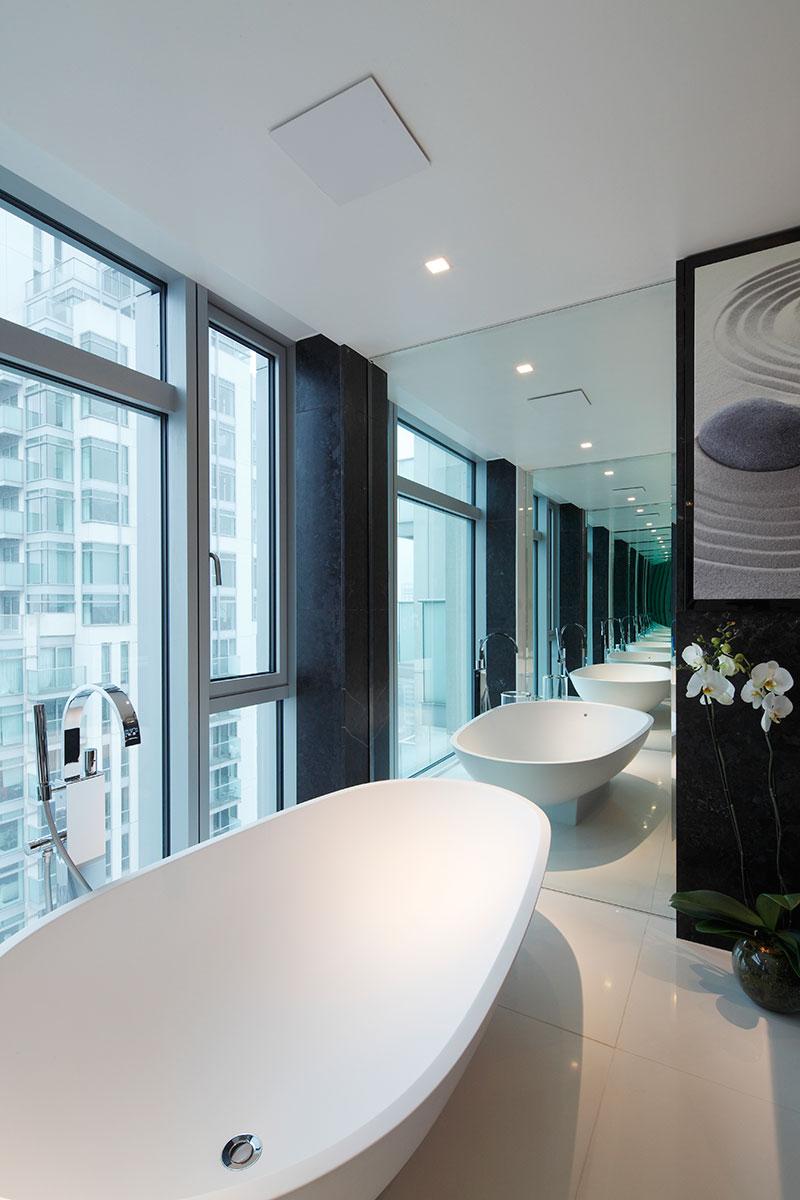 Infinity bathroom by Casa Forma