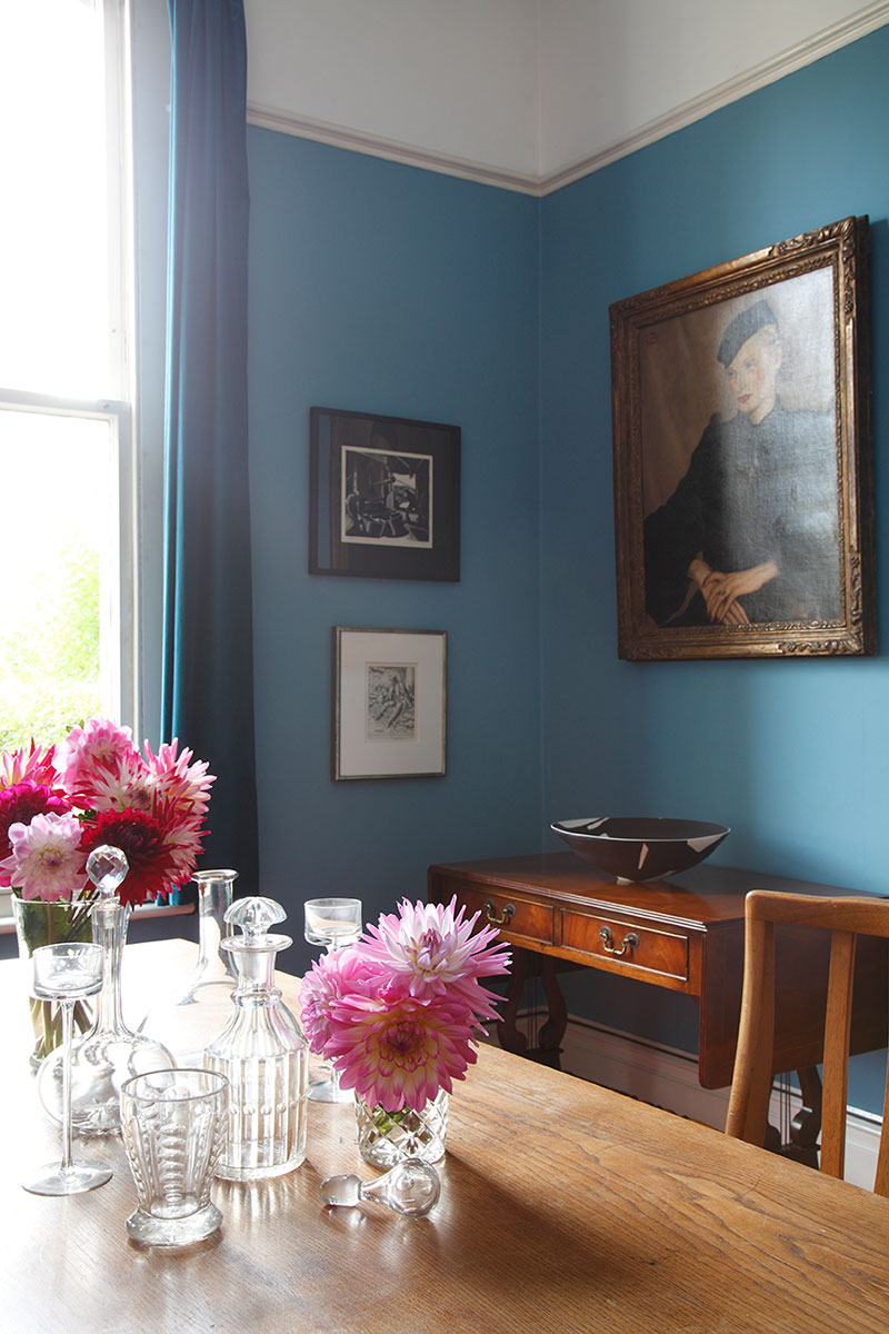 A blue dining room in Bristol.